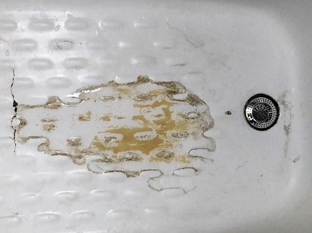 Limescale stains in bath | Credit: Tanya Thompson