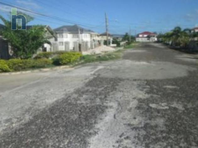 Photo #2 of 8 - Property For Sale at RIDGEVIEW AVENUE, Santa Cruz, St. Elizabeth, Jamaica. House with 5 bedrooms and 5 bathrooms at JMD $19,600,000. #392.