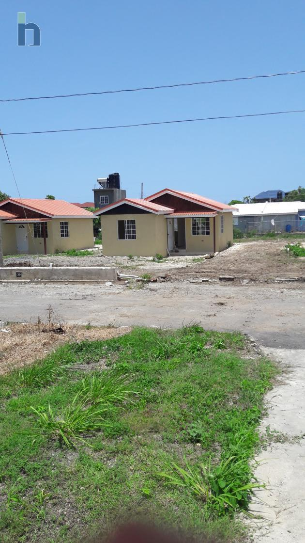 Photo #1 of 1 - Property For Rent at Yallas, Albion, St. Thomas, Jamaica. House with 2 bedrooms and 1 bathrooms at JMD $40,000. #403.